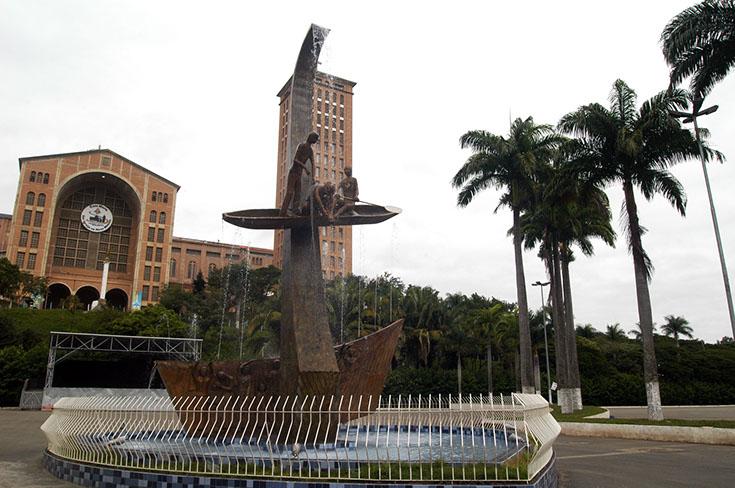 monumento pescador aparecida